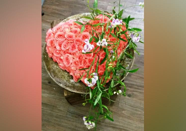 rosa  farbene Trauerfloristik von Blumen und Ideen